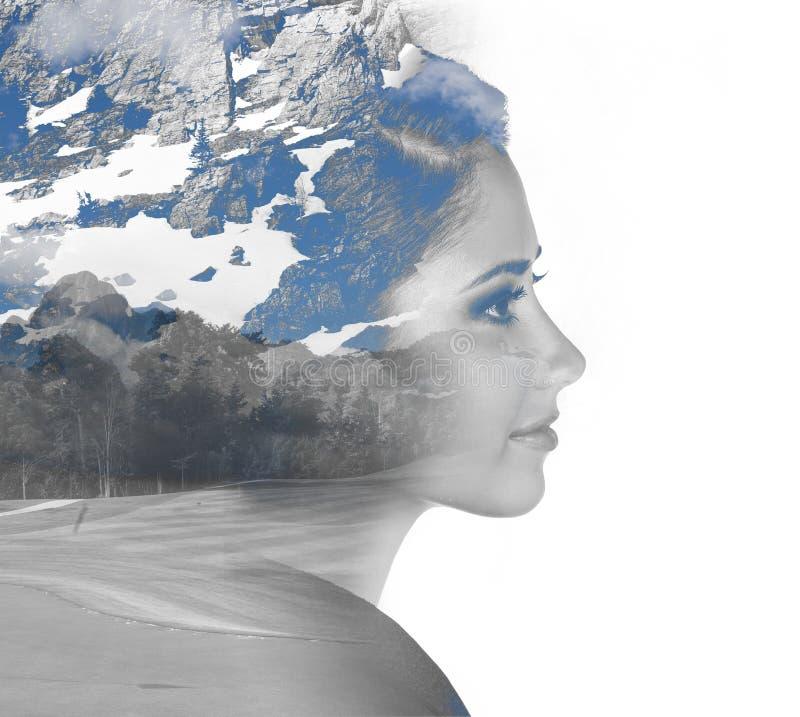 Doppelbelichtungsporträt des Mädchens und des Berges lizenzfreies stockfoto