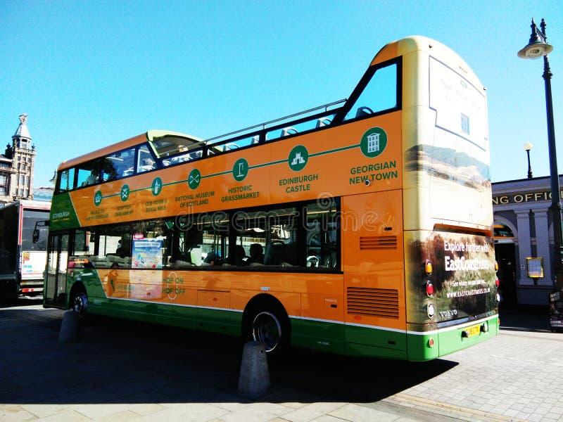 Doppeldeckerbus Edinburgh stockfotos