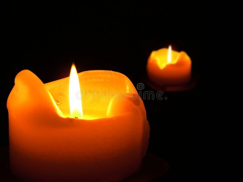 Download Doppelflammen stockbild. Bild von funken, nacht, kerze, flamme - 43121