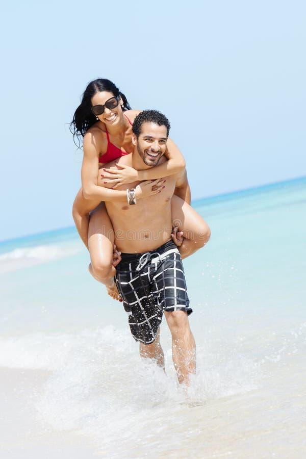 Doppelpolfahrt mit glücklichem Mann und Frau stockfoto