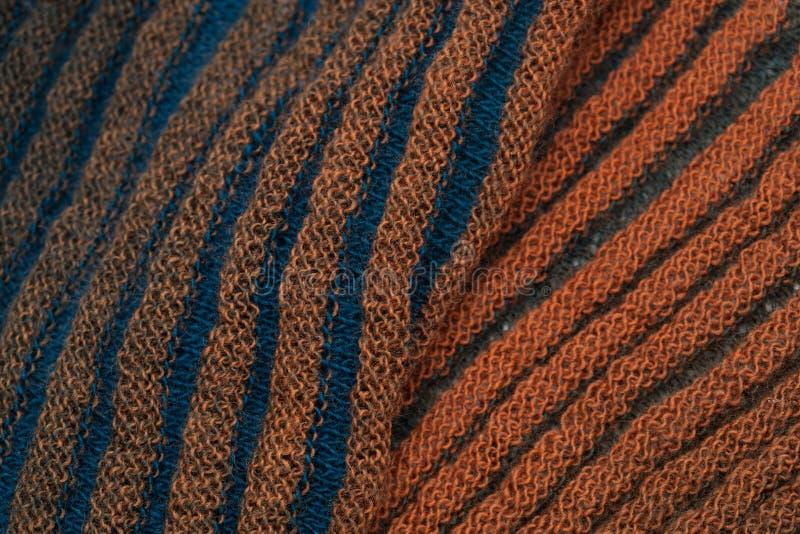 Doppelseitiger gewellter gestrickter Schal stockfoto