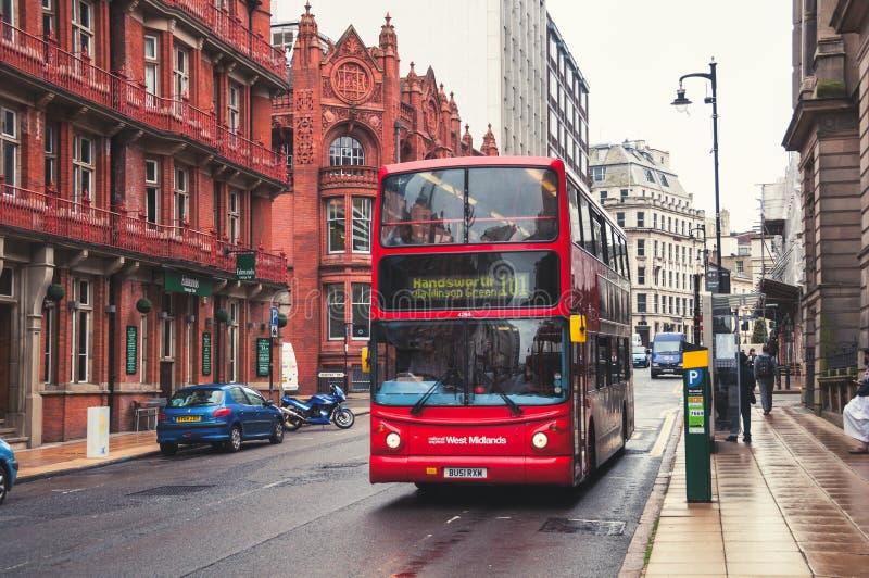 Doppelstöckiger Bus in Birmingham, Großbritannien lizenzfreies stockbild