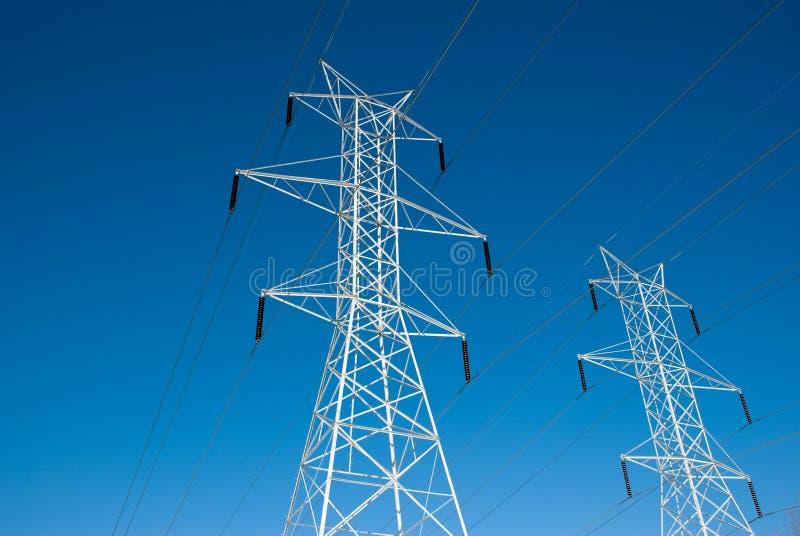 Doppelstromleitung Kontrolltürme lizenzfreies stockfoto