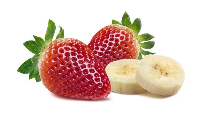 Doppelte Erdbeer- und Bananenstücke auf weißem Hintergrund stockfoto