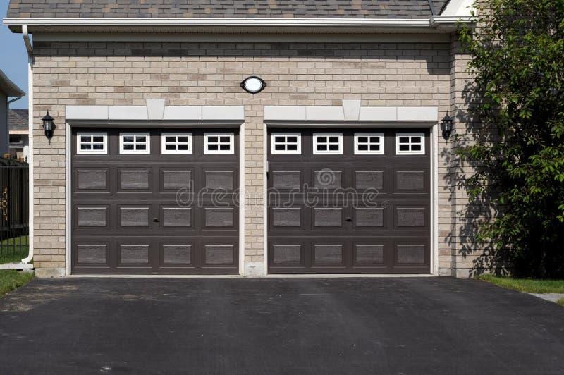 Doppelte Garage stockfotos