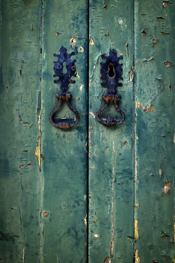 Doppelte grüne Tür stockfoto