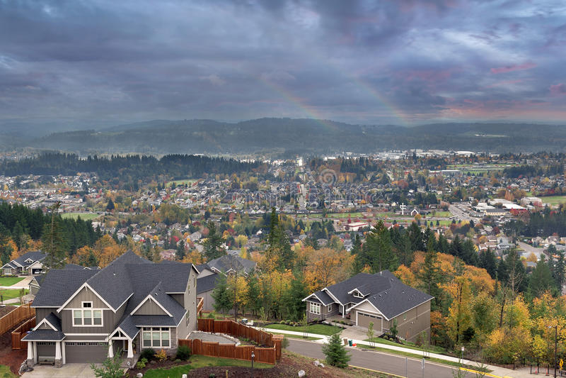 Doppelte Regenbogen am glücklichen Tal stockbilder