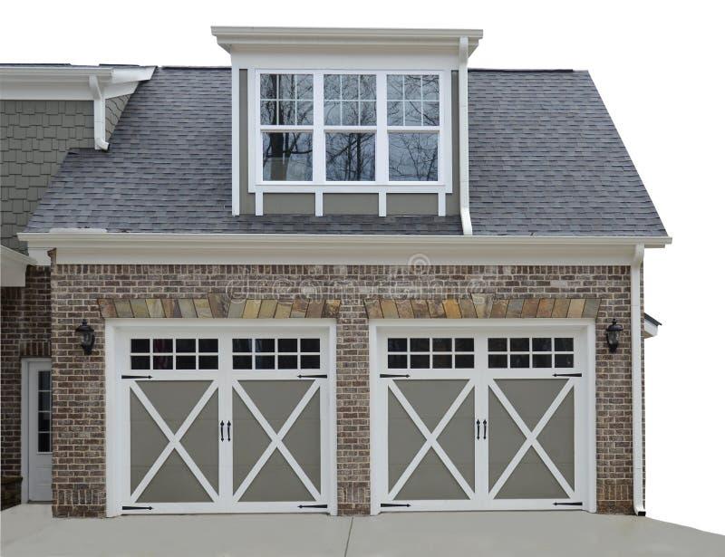 Doppelte Tür-Garage auf modernem Haus lizenzfreie stockfotografie