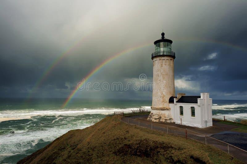 Doppelter Regenbogen über Nordhauptleuchtturm stockfoto