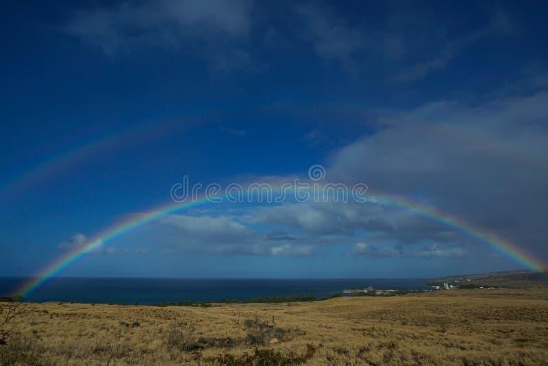 Doppelter Regenbogen in der großen Insel von Hawaii lizenzfreie stockbilder