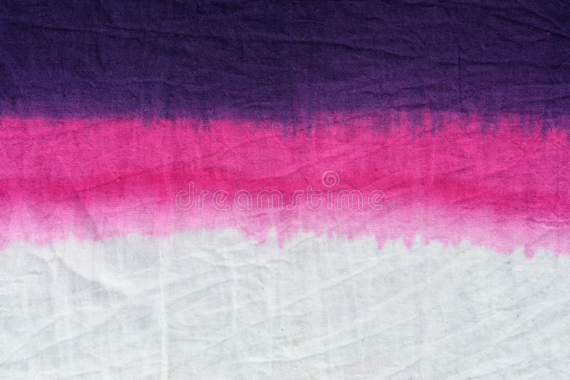 Doppet för modellen för färg för rosa färgsignalbandet färgade teknik på bakgrund för bomullstyg arkivfoton
