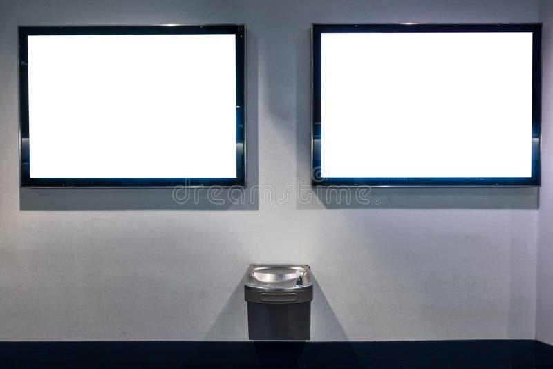Doppi modelli del tabellone per le affissioni della pubblicità sopra la fontana Publi immagine stock