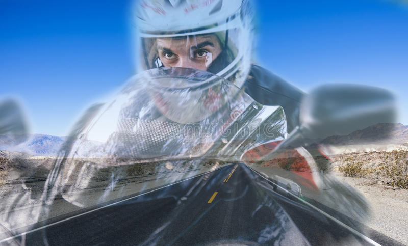 Doppia esposizione con il motociclista e la via immagine stock libera da diritti