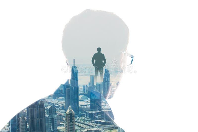 Doppia esposizione della testa e della città del ` s della persona immagine stock