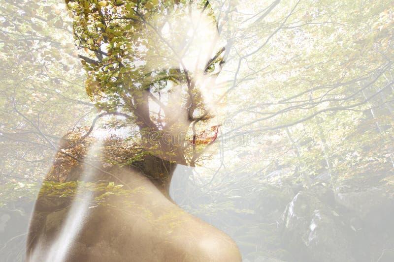 Doppia esposizione di bella donna caucasica fotografie stock libere da diritti