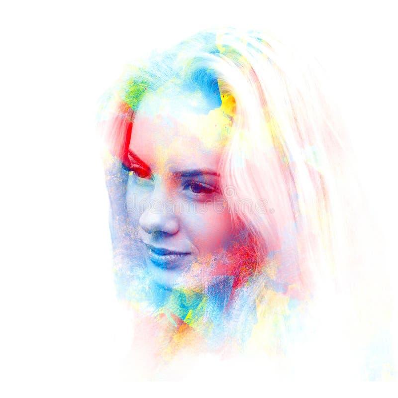 Doppia esposizione di giovane bella ragazza Ritratto dipinto di un fronte femminile Immagine in bianco e nero isolata su fondo bi immagini stock libere da diritti