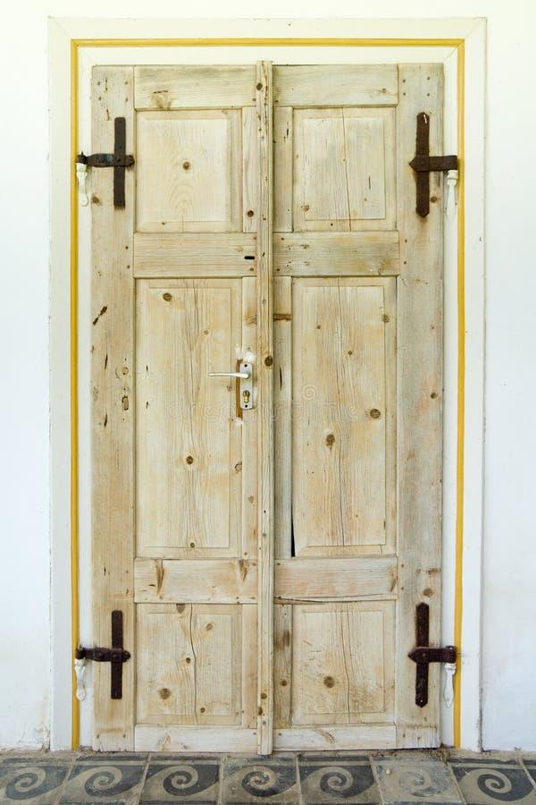 Doppie vecchie porte di legno immagine stock immagine di modello vecchio 43440609 - Porte vecchie in legno ...