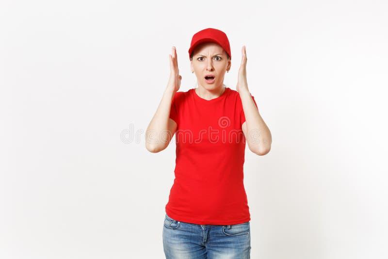 Doręczeniowa kobieta w czerwień mundurze odizolowywającym na białym tle Profesjonalista szokował kobiety w nakrętce, koszulka, ca obrazy stock