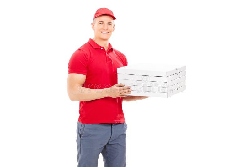 Doręczeniowy facet niesie pięć pizz pudełek obrazy royalty free