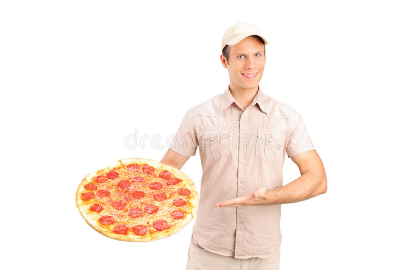 Doręczeniowy facet trzyma pizzę obraz royalty free