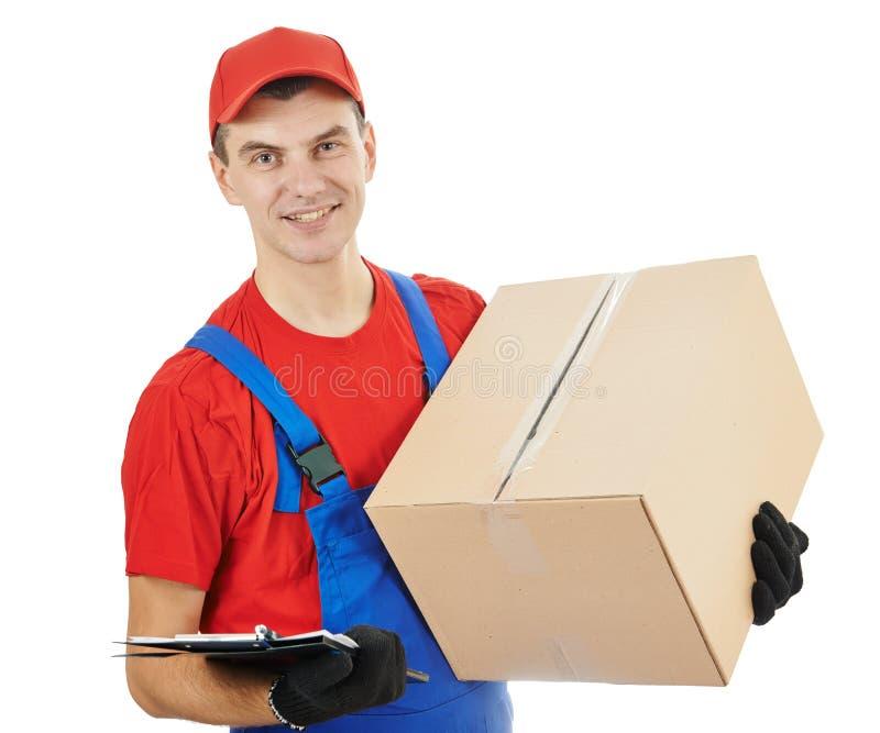 Doręczeniowy mężczyzna z pudełkiem i kartonem zdjęcia stock