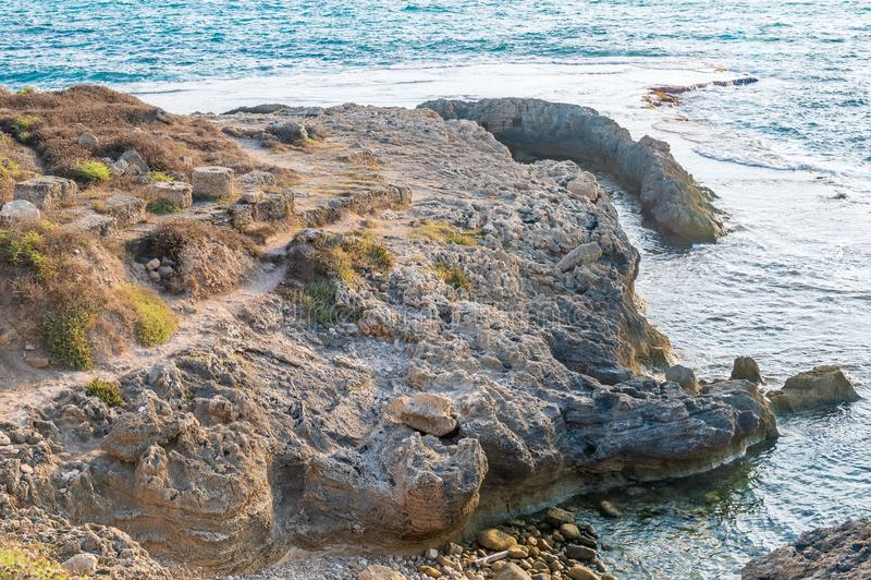 Dor古老腓尼基人、以色列人和罗马港的废墟  免版税库存照片