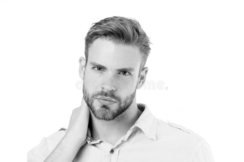 A dor de pescoço causa sintomas e diagnóstico A cara séria do homem toca no fundo do branco do pescoço Como dar a boa massagem do imagens de stock royalty free