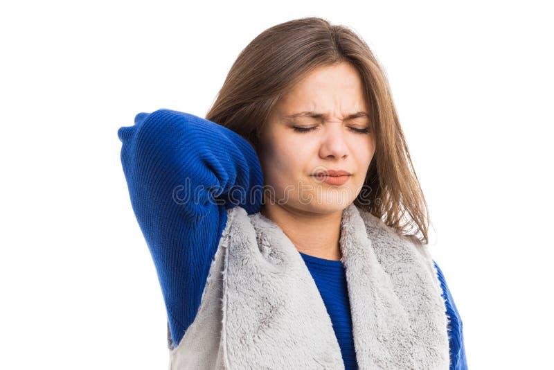 Dor de pescoço de sofrimento da jovem mulher fotos de stock royalty free