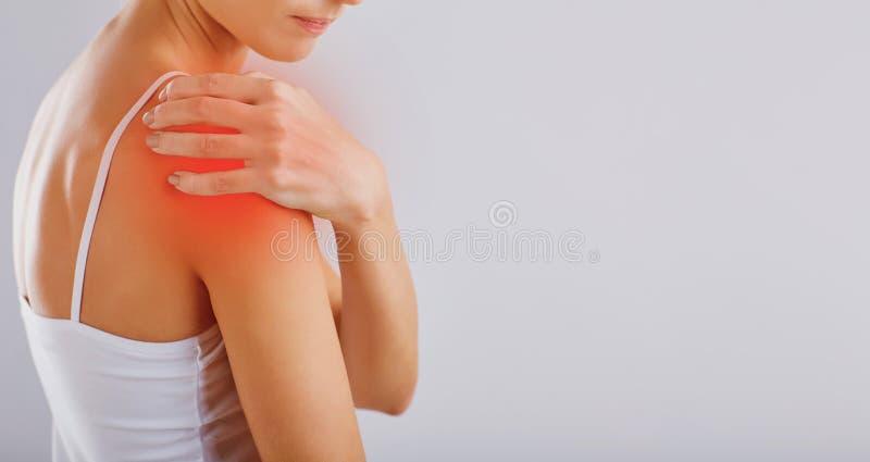 Dor, ferimento no ombro foto de stock