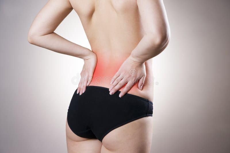 Dor na mais baixa parte traseira das mulheres imagens de stock
