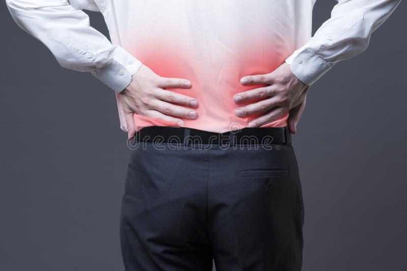 Dor nas costas, inflamação do rim, dor no corpo do ` s do homem fotos de stock