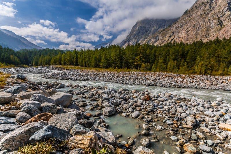 Dora Di Ferret River, Val Veny, Italië royalty-vrije stock foto's