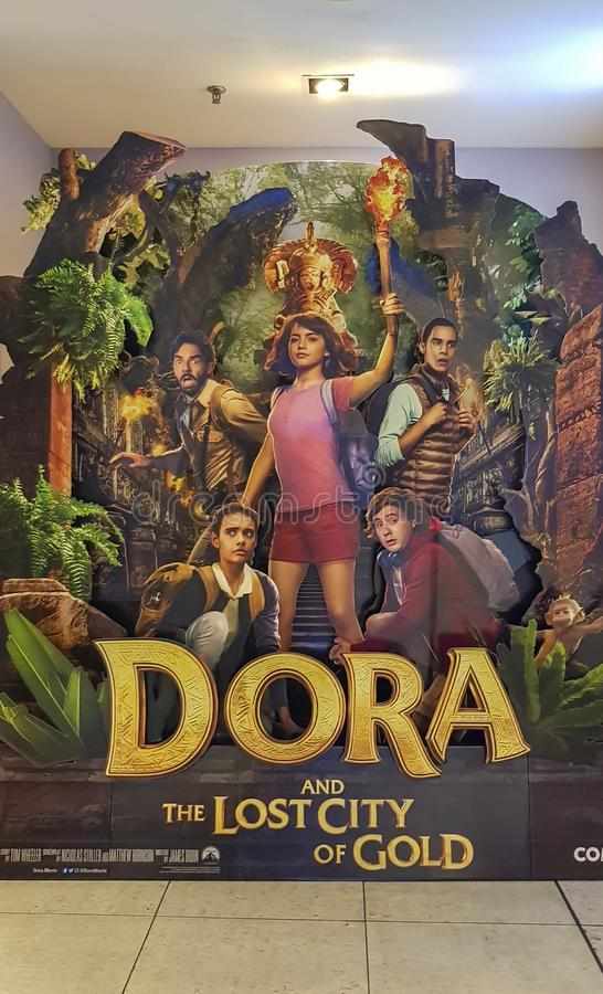 Dora en de Verloren Stad van Gouden filmaffiche, zijn een Amerikaanse aanpassing van de avonturenfilm van televisiereeks Dora de  stock afbeelding