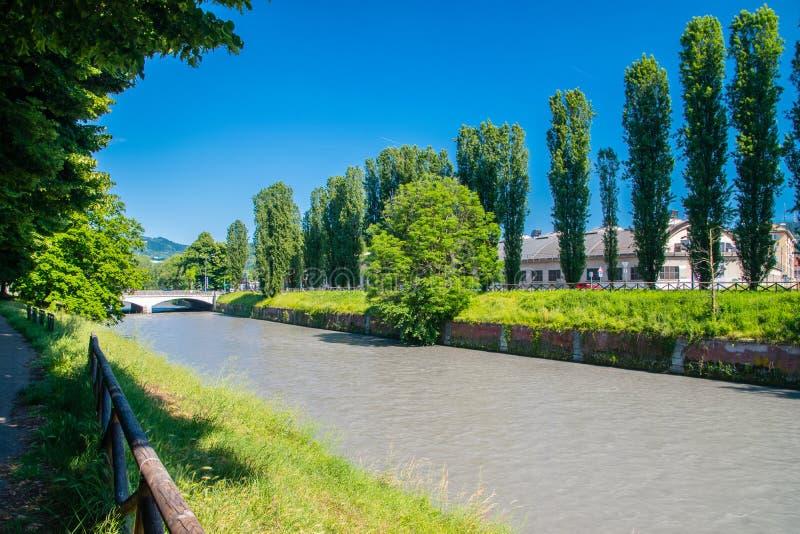 Dora Riparia bij zonnige dag in Turijn, Italië stock foto