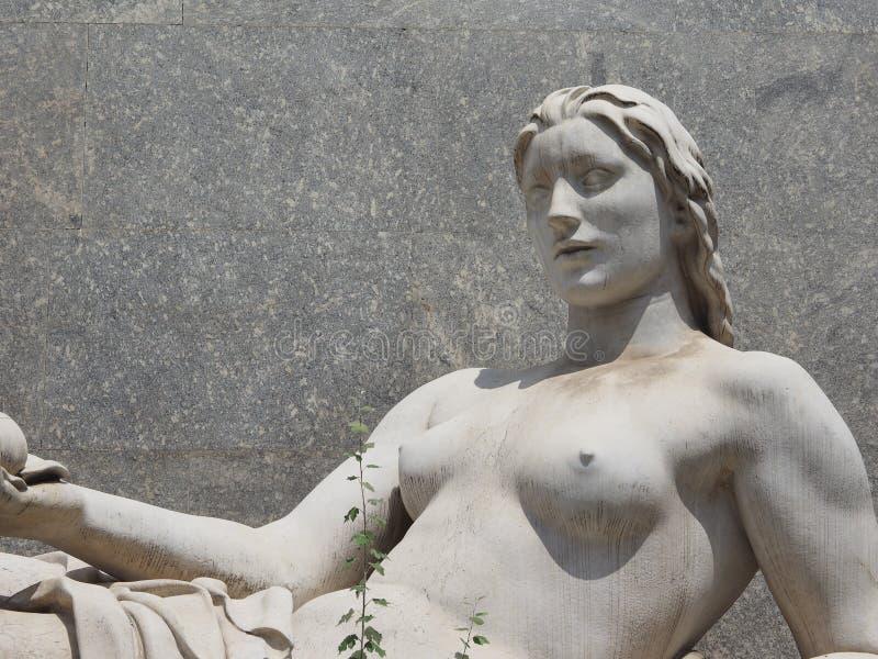 Dora Statue em Turin fotos de stock royalty free