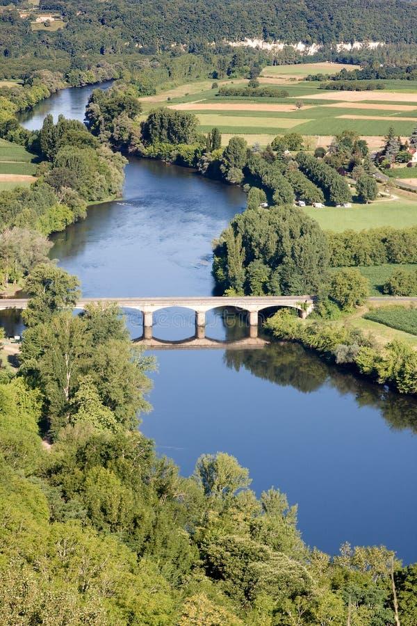 Dordogne Fluss am Domme Dorf lizenzfreie stockfotografie