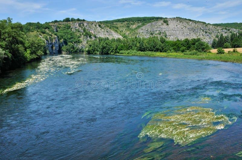 Dordogne rzeka w Lacave w udziale obrazy stock