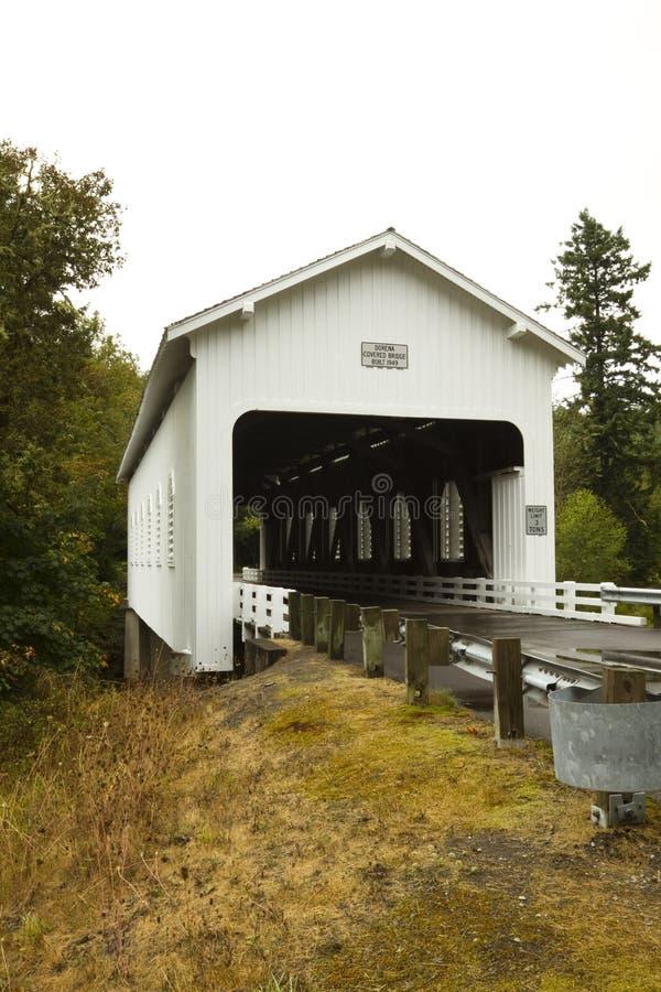 Dorena abgedeckte Brücke lizenzfreie stockfotos