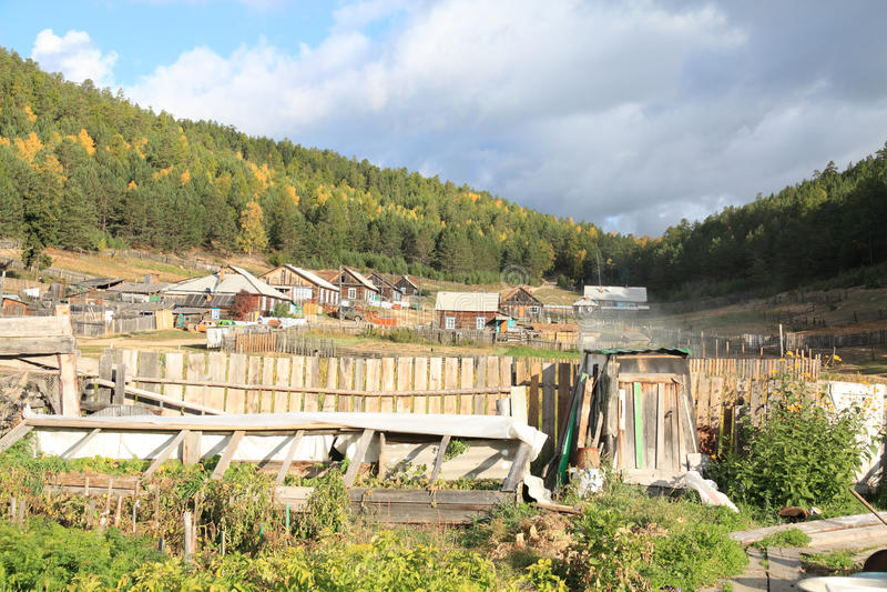 Dorf auf Baikal See lizenzfreie stockfotografie