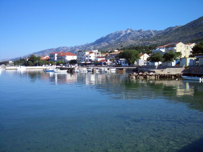 Dorf auf dem Strand lizenzfreie stockfotografie