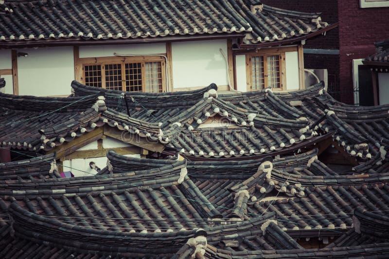 Dorf Bukchon Hanok ist eins des berühmten Platzes für koreanisches trad lizenzfreie stockfotos