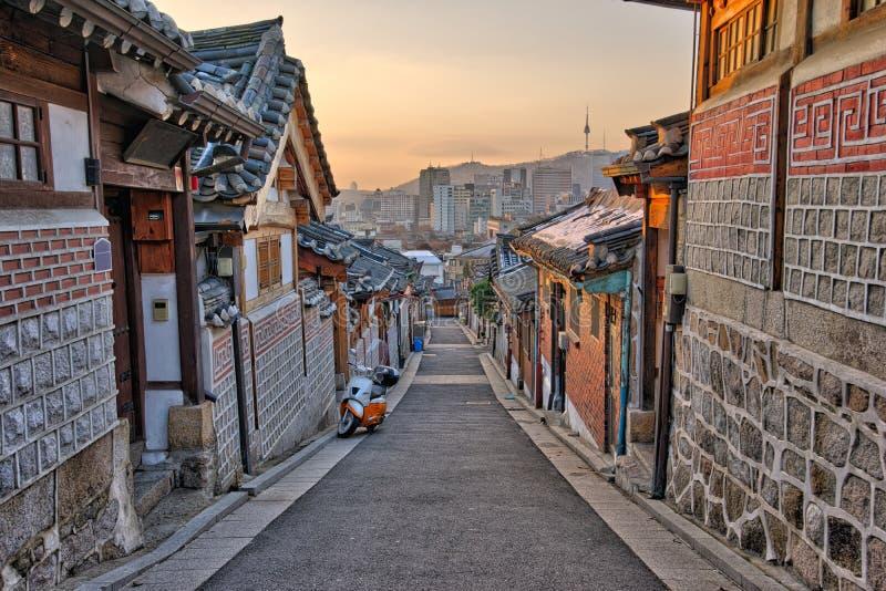 Dorf Bukchon Hanok in Seoul, Südkorea lizenzfreies stockfoto