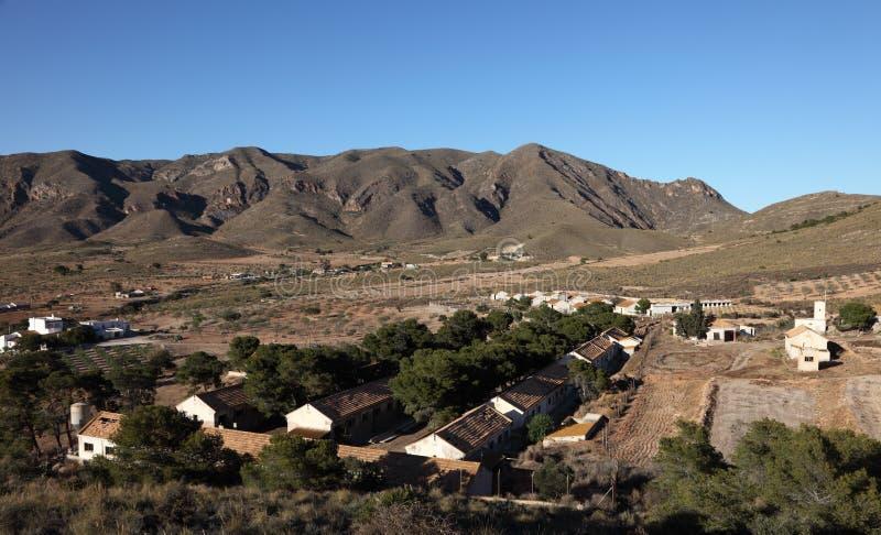 Dorf in den spanischen Bergen lizenzfreie stockbilder