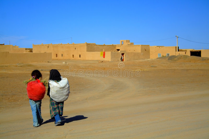 Dorf in der Sahara-Wüste stockfotografie
