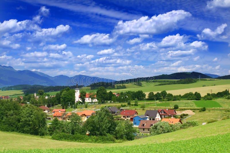 Dorf in der Sommerzeit stockfotos