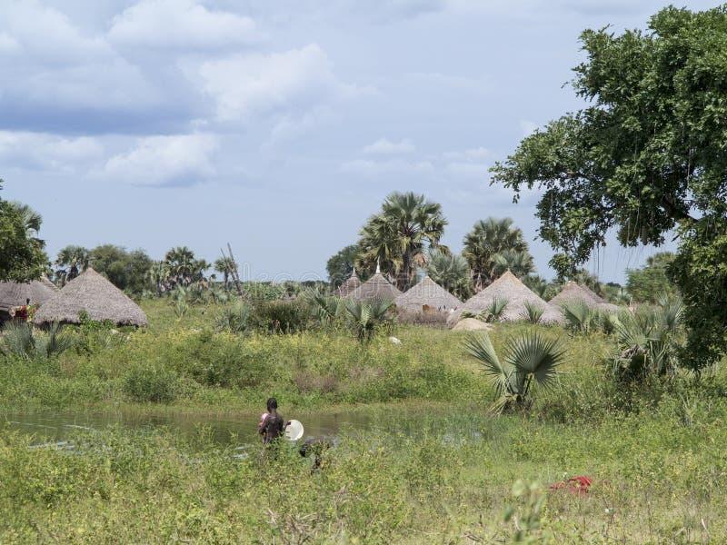 Dorf entlang dem Nil in Süd-Sudan stockbilder