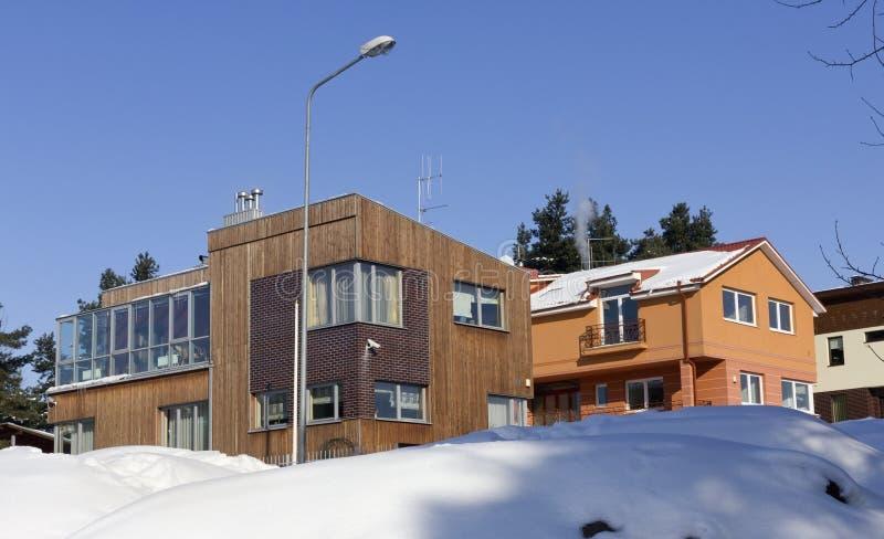 Dorf geblockt durch Schnee stockfotografie