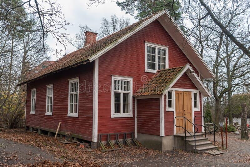 Dorf Hall, ab 1908 datierend, an Freiluftmuseum Skansen in Stockholm lizenzfreie stockfotografie