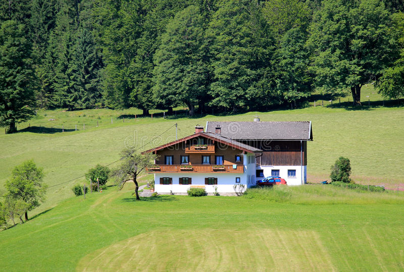 Dorf-Haus im Bayern, Deutschland lizenzfreie stockbilder