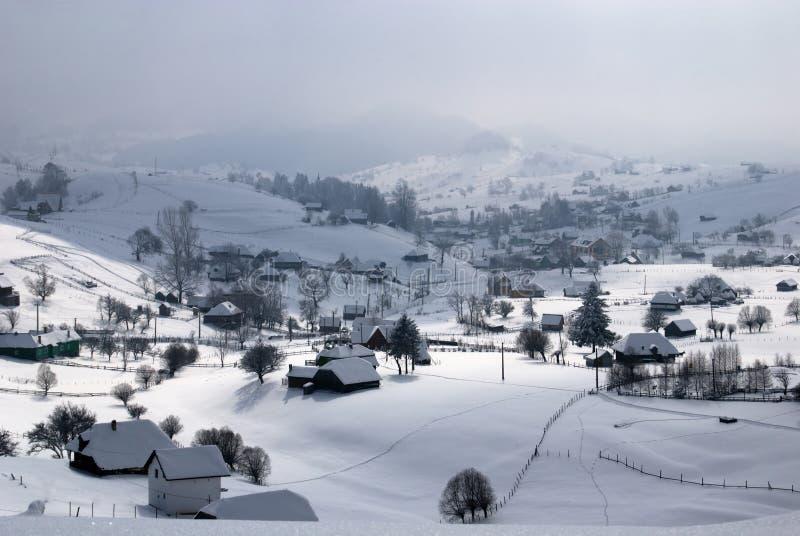 Dorf im Winter stockbilder
